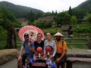 Les blancs becs au village japonais d'antan