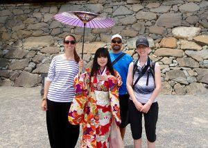 Les blancs-becs avec une geisha.