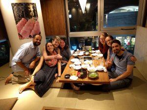 Notre super gang au BBQ (Simon pense à de la viande!)